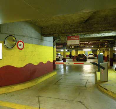 Mercure La Grande Arche Hotel parking HUB