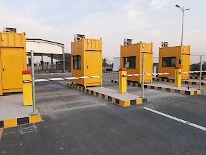 entry lanes at LHE parking lot